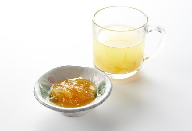 Yuja-cha with Yuja-cheong with a white background
